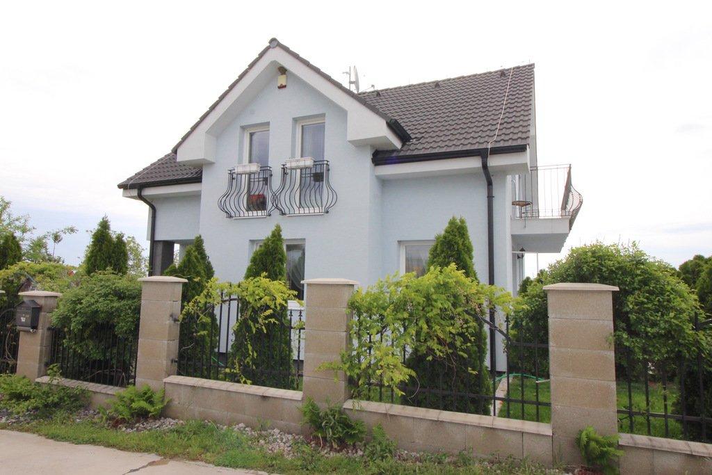 aec93b6c9 Predáme 4-izbový Rodinný dom - novostavbu v Šenkviciach so záhradou a  bazénom v uzavretej